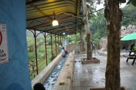Ashi-yu (foot bath).