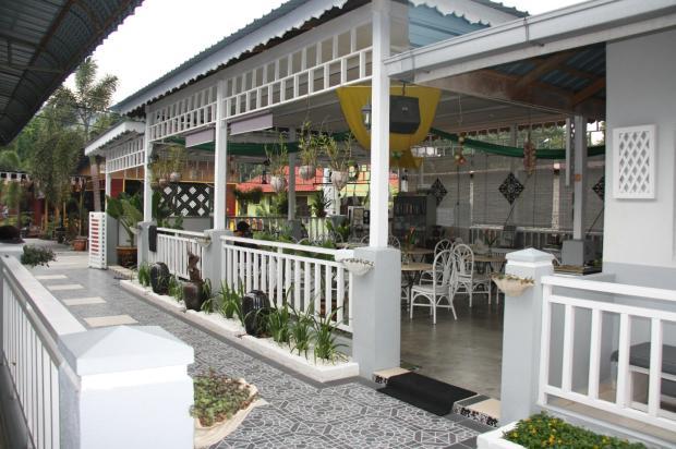 Outside breaksfast area.